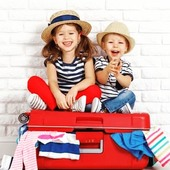 En unos días muchas familias empiezan sus esperadas vacaciones, y con ellas llega también el momento de preparar las maletas de los más pequeños. 🧳  Pero, ¿cómo organizar todas las cosas que necesitamos sin que se nos olvide nada? En nuestro último post os damos una serie de consejos para preparar la maleta de niños de 1 a 3 años: 👧🏼👦🏻  👉🏽 www.injusa.com  . . #verano #vacaciones #maletas #equipaje #maletaniños #equipajeniños #planesconniños #niños #niñas #consejos #blog #Injusa