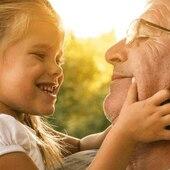 """Que los abuelos son una fuente de sabiduría es algo que nadie pone en duda. Además, son personas que despiertan una gran ternura entre los pequeños de la casa. 👩🏼🦳 👨🏼🦳  Y es que la figura de los abuelos tiene una gran importancia en la crianza y educación de los peques, no solo por los conocimientos que les ofrecen sino por el cariño, la paciencia y la dedicación que tienen con ellos. A cambio, los nietos son capaces de hacerles """"rejuvenecer"""" gracias a su vitalidad, recordándoles los juegos que les divertían en su niñez. 🎲 🪁  Por eso en nuestro último post hacemos un recorrido por algunos juegos tradicionales, esos a los que jugaban nuestros abuelos y que acaban convirtiéndose en los preferidos de los nietos. 👧🏻 👦🏼  ¿Estáis listos para jugar? 👉🏽 www.injusa.com  . . #juegos #juegostradicionales #abuelos #abuelas #nietos #nietas #niñez #crianza #educación #post #blog #Injusa"""