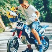 Las motos eléctricas son el juguete estrella para que tu peque se divierta y disfrute a tope este verano allá donde vaya. 🏍  En nuestro último post os contamos cuáles son los modelos estrella de nuestra shop online, ¡entra, elige tu favorita y prepárate para vivir un sueño sobre ruedas! 😎  👉🏽 www.injusa.com  . . #motos #motoseléctricas #motosabatería #motorbike #niños #niñas #juguetes #madeinspain #industriajuguetera #blog #Injusa